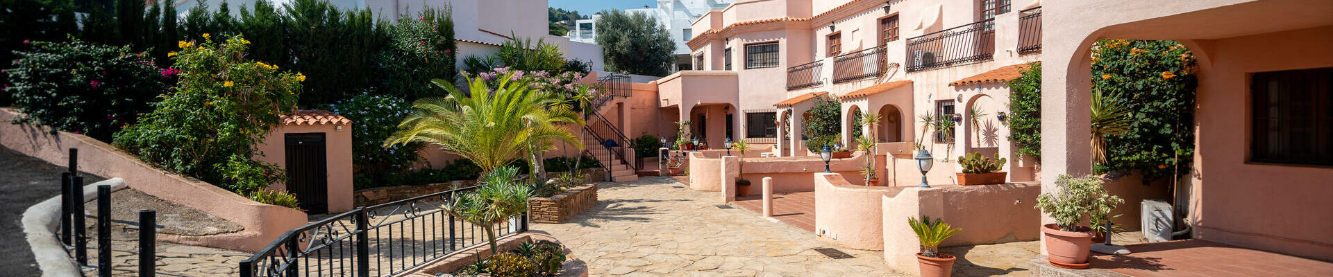 A1442: 2 Bedroom Apartment for Sale