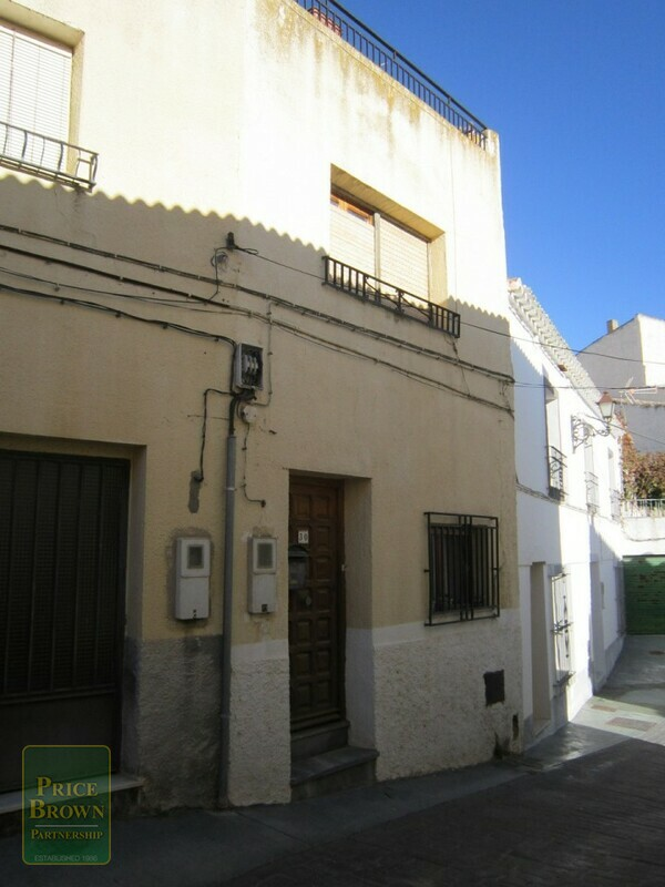AF532: Townhouse for Sale in Lucar, Almería