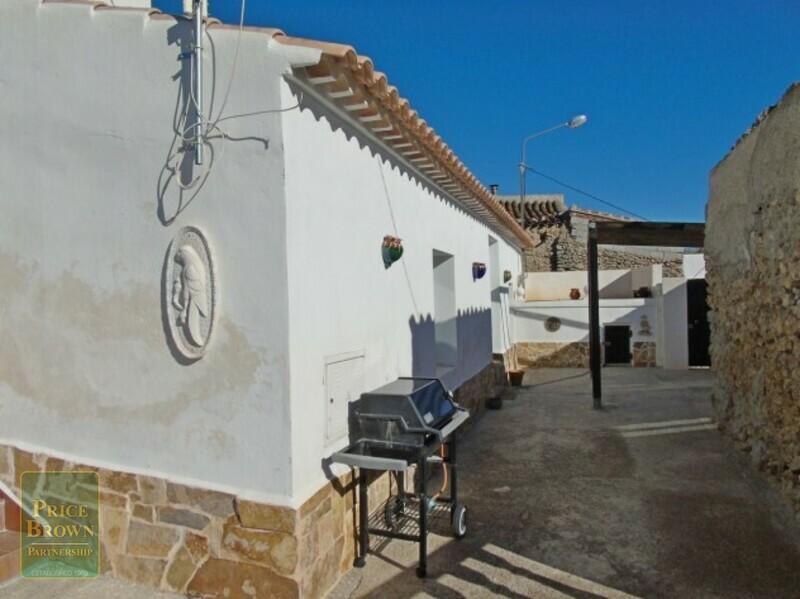 AF598: Cortijo en venta en Oria, Almería