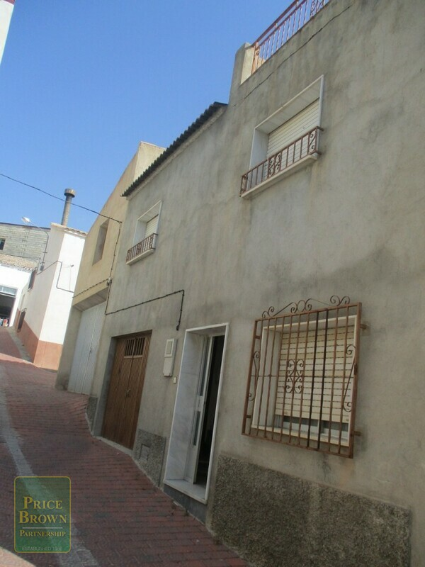 AF623: Townhouse for Sale in Oria, Almería