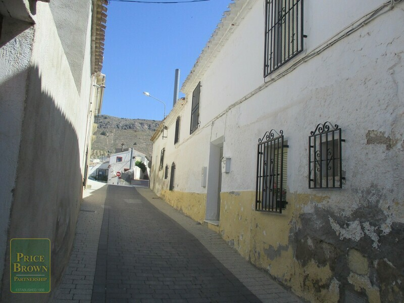 AF637: Townhouse for Sale in Oria, Almería