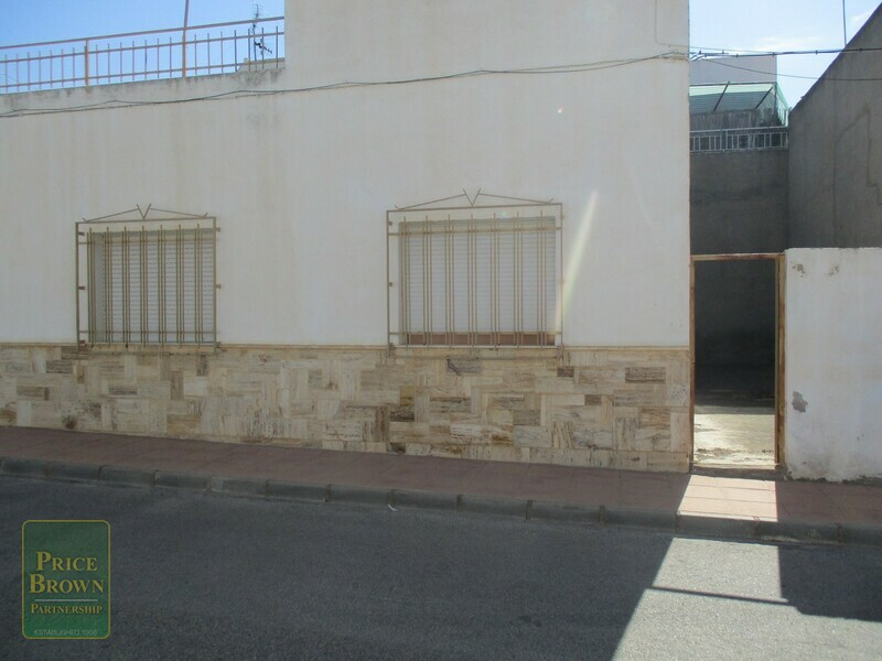 AF642: Townhouse for Sale in La Alfoquia, Almería