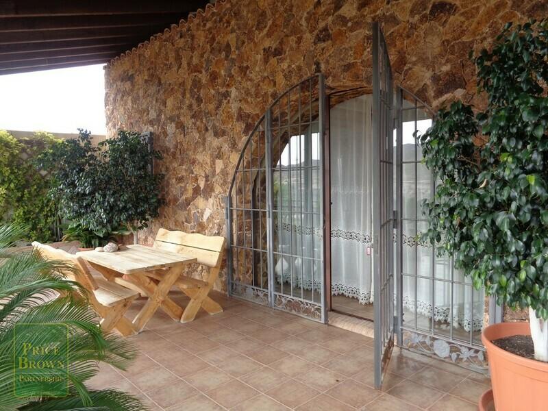 AF699: Cortijo for Sale in La Alfoquia, Almería