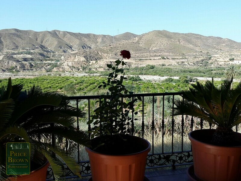 AF699: Cortijo for Sale in La Alfoquia, Almería
