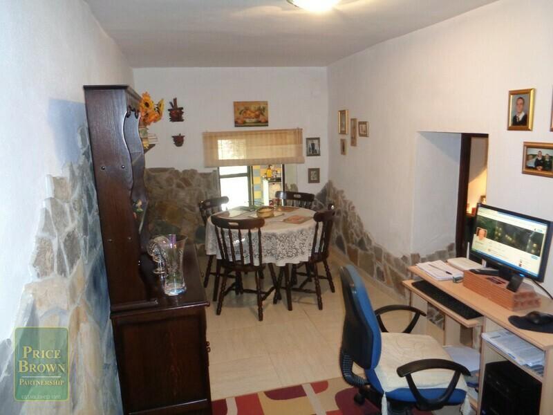AF718: Townhouse for Sale in Somontin, Almería