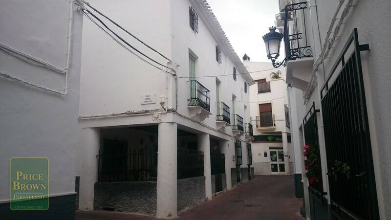 AF738: Townhouse for Sale in Albanchez, Almería