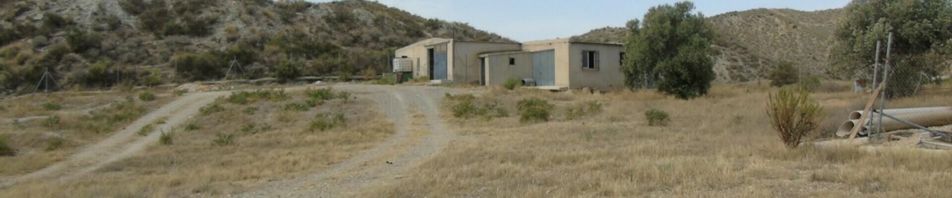 AF867: Commercial Property for Sale