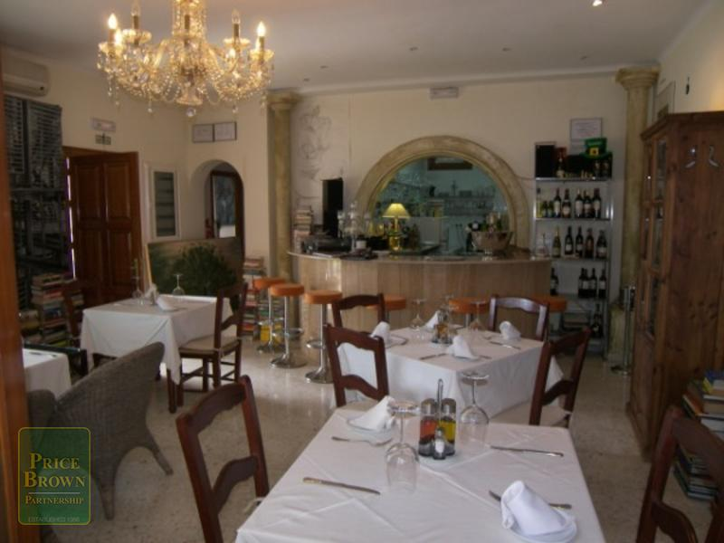 C640: Commercial Property for Sale in Turre, Almería