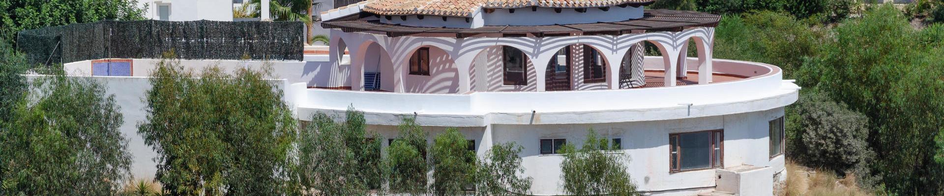 DV1491: 6 Bedroom Villa for Sale