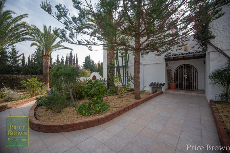 JP: Villa for Rent in Mojácar, Almería