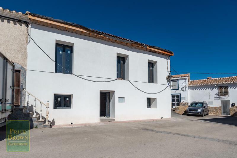 LV794: Townhouse for Sale in Cucador, Almería