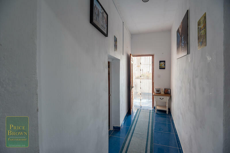 LV800: Townhouse for Sale in Turre, Almería